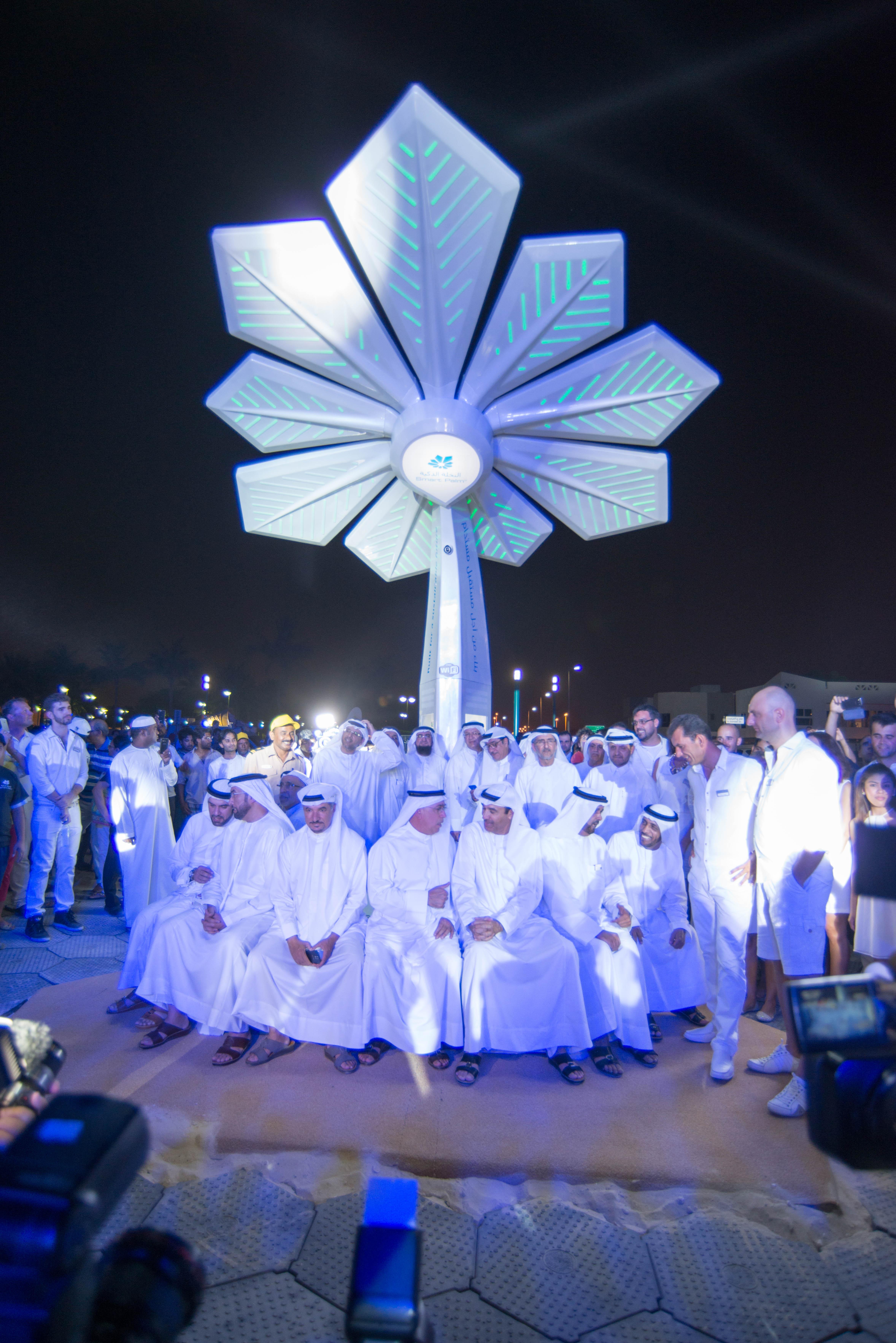 """Solar """"Smart Palms"""" To Power Dubai's Public Places"""